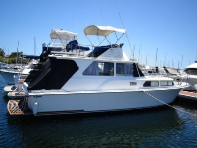 Ward 34 Flybridge Cruiser