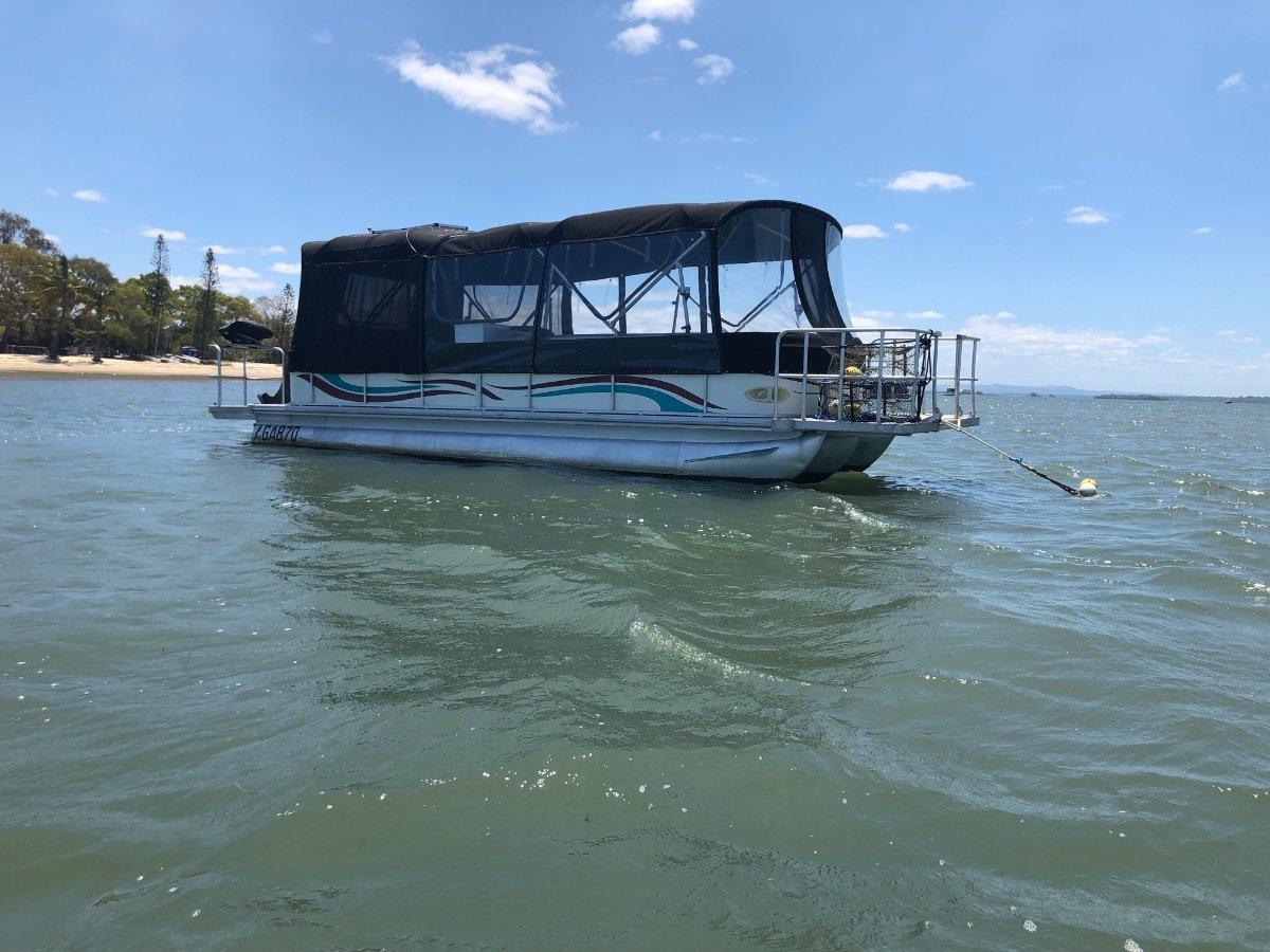 Parti Kraft Pontoons 25 30 ft tri hull parti pontoon