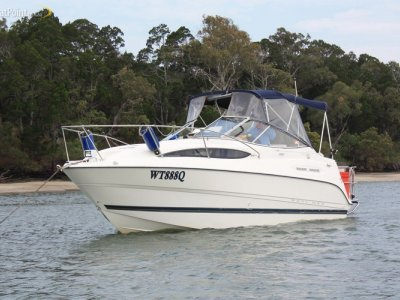 Bayliner 2455 Ciera (with Closed Cooling System)
