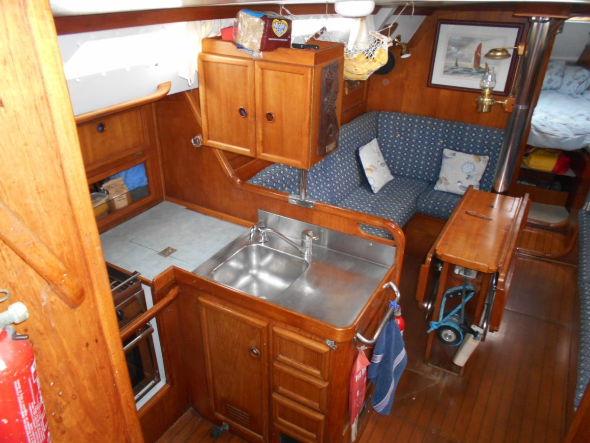Jeanneau Sunshine 38 OFFSHORE CRUISING, EXTENSIVE INVENTORY