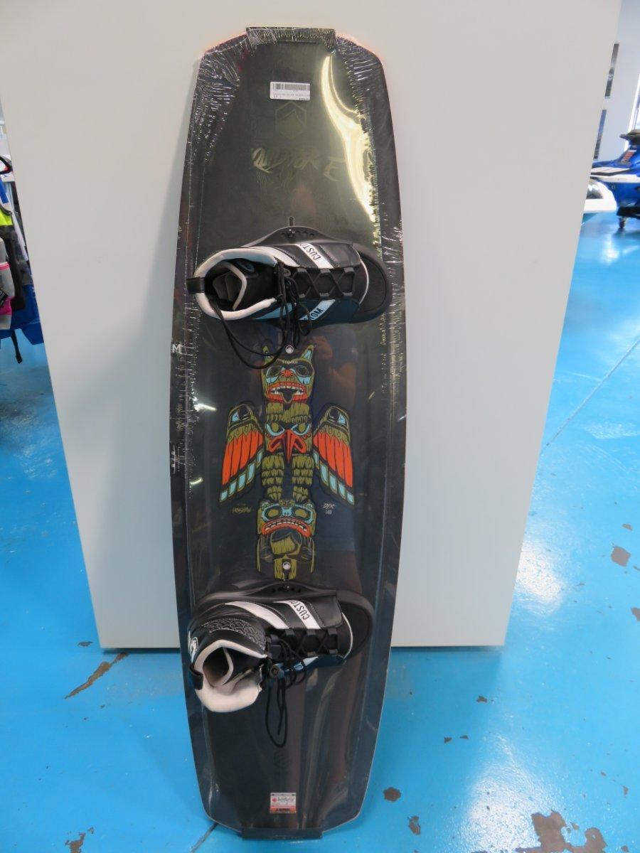 Liquid Force Deluxe 140 wakeboard with ML Custom bindings
