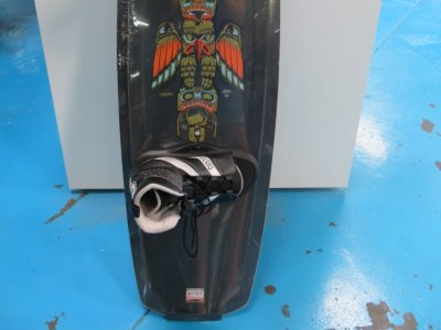 Liquid Force Deluxe 140 wakeboard with ML Custom bindings