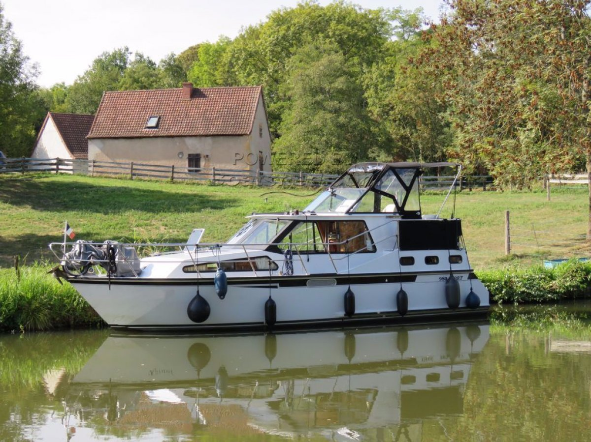 Success Craft Cruise the canals and rivers of Europe:Koraal in France