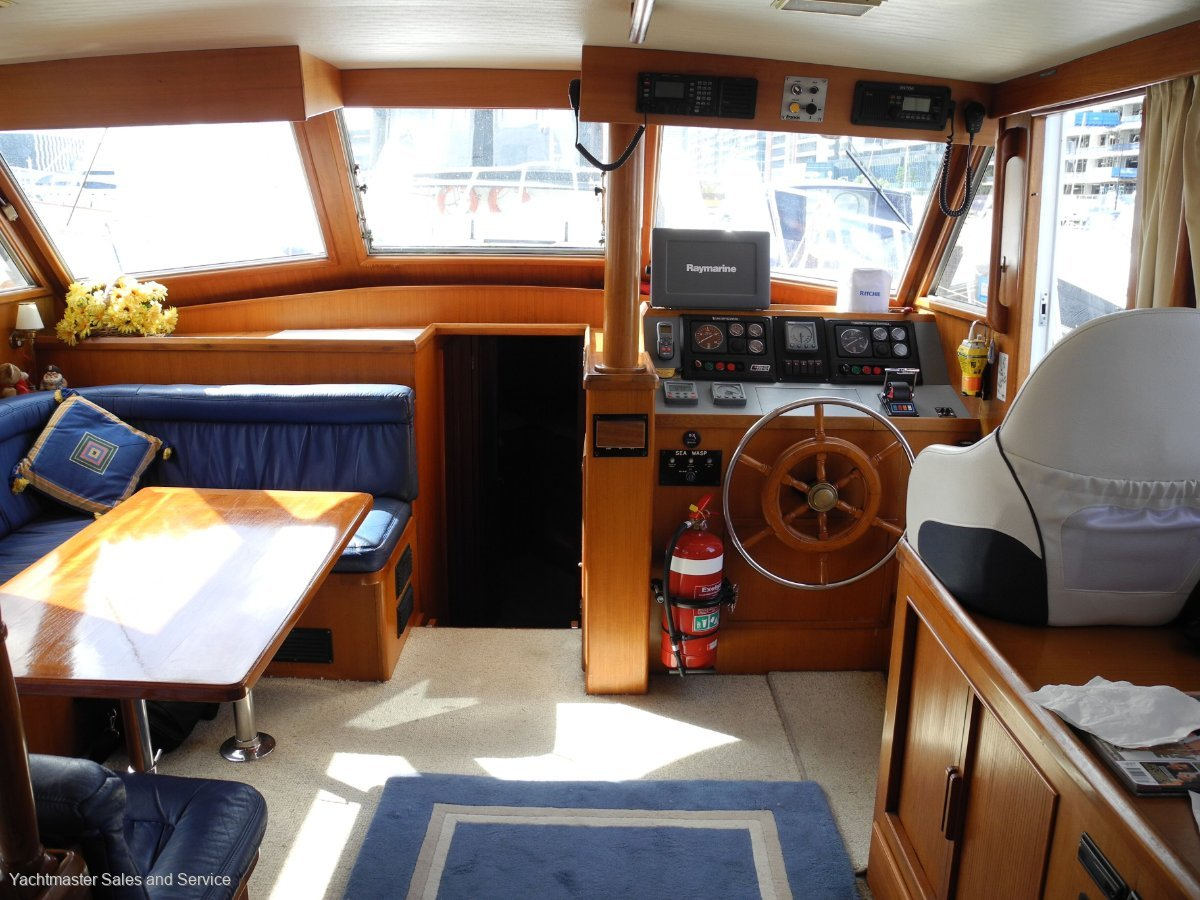 Sea Ranger 46 Flybridge Cruiser Sundeck:Lower Bridge