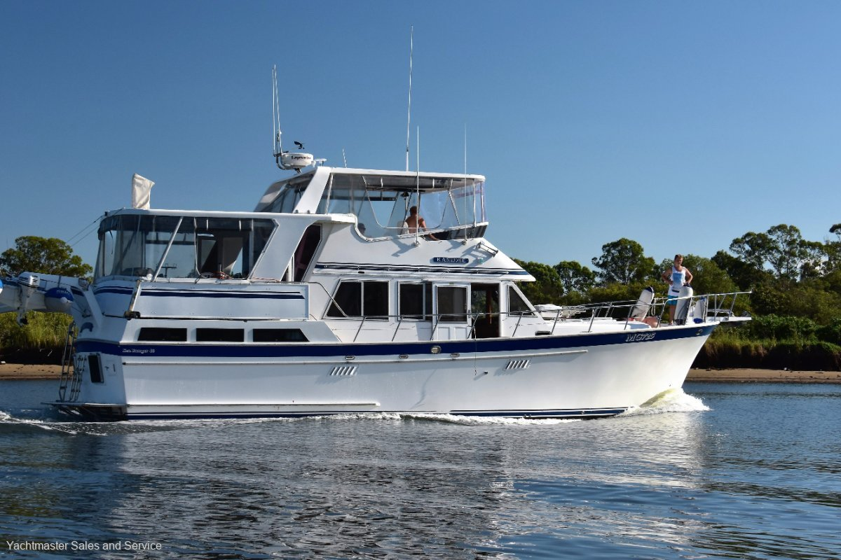 Sea Ranger 46 Flybridge Cruiser Sundeck