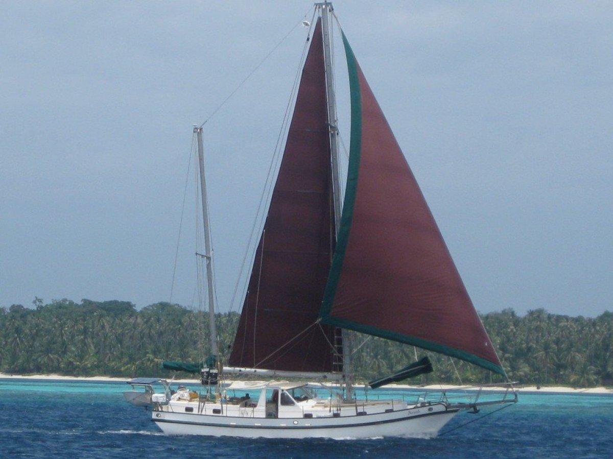 Spray 45 Liveaboard ocean cruiser:Arnak in the Philippines