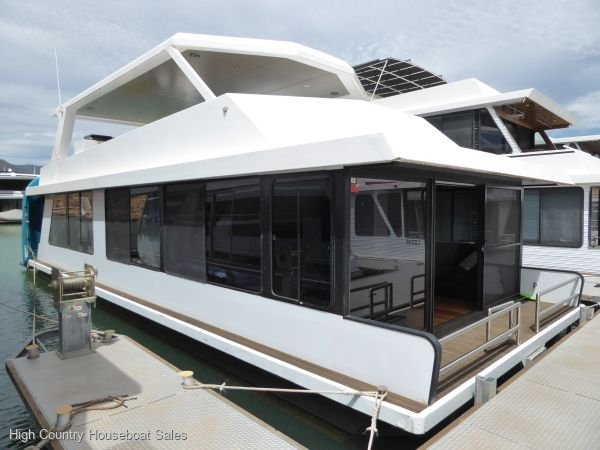 Houseboat Holiday Home on Lake Eildon, Vic.:Time for Champagne @ Lake Eildon