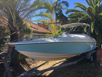 Versatile boat for fishing, skiing or cruising!!