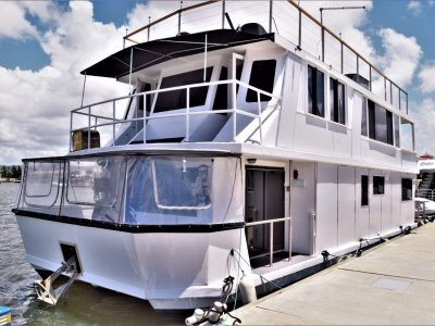 Mc Marine Luxury Houseboat