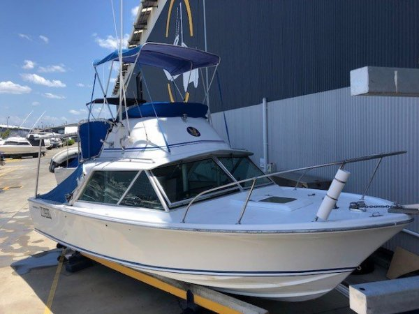 Bertram 25 Flybridge must sell serious offers considered