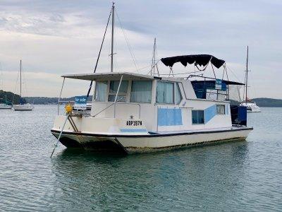 35 Houseboat