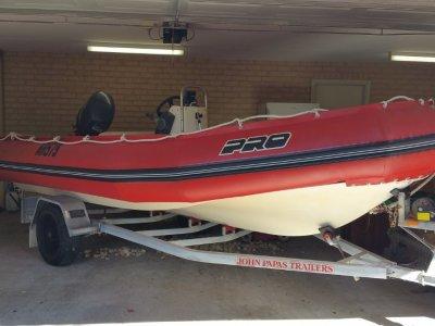 Zodiac Pro 550 New pontoons 60hp yamaha licenced trailer