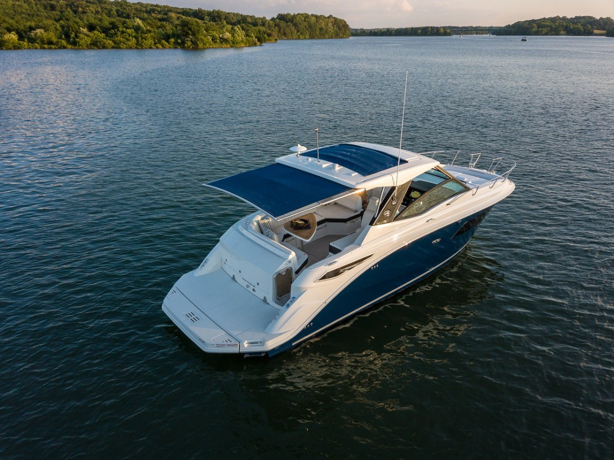 Sea Ray 320 Sundancer Sports Cruiser
