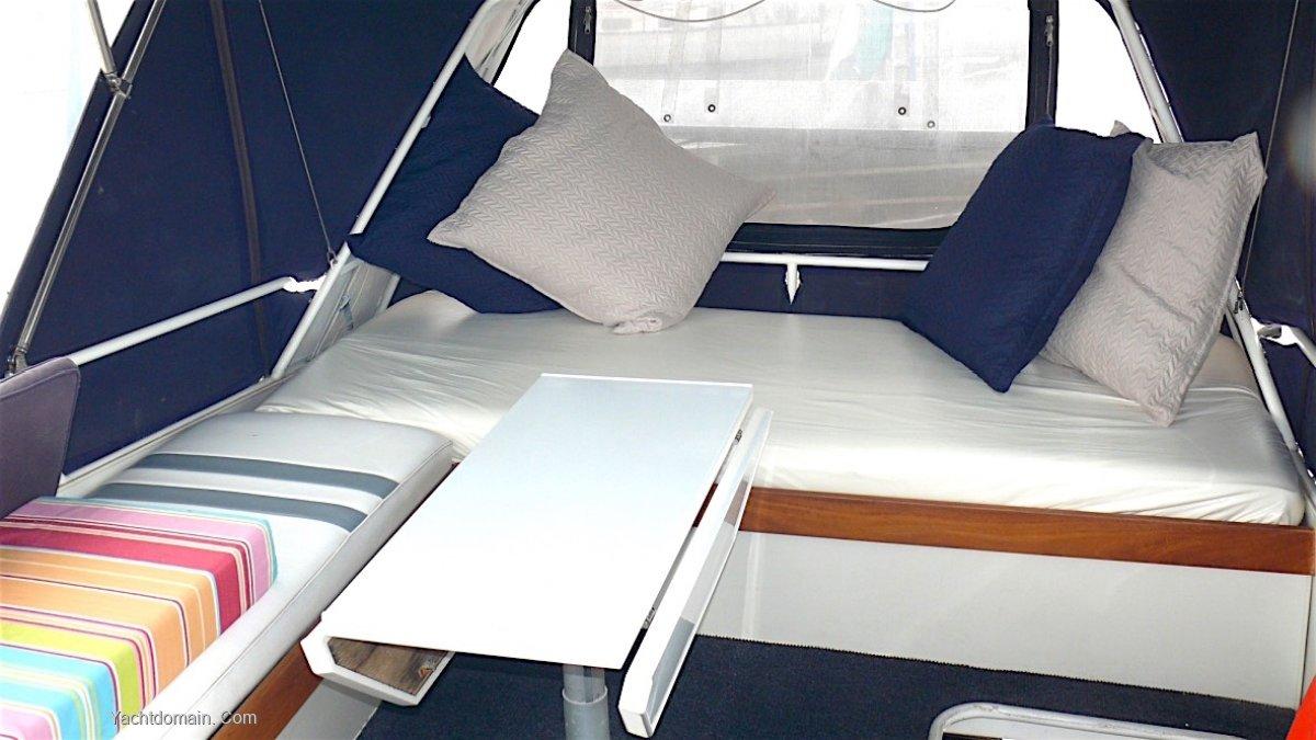 Roberts Waverunner 40 Flybridge Aft Cockpit Cruiser.