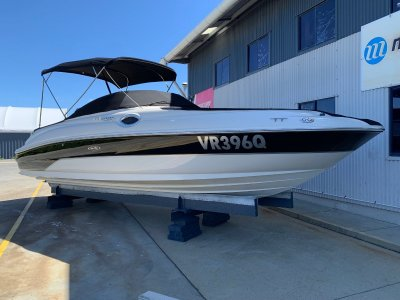 Sea Ray 240 Sundeck sports cruiser
