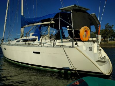 Beneteau Oceanis 393 Owners Edition. (2 Cabin)