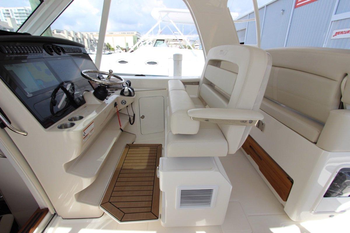 Boston Whaler 380 Realm 2019 Boston Whaler 380 Realm