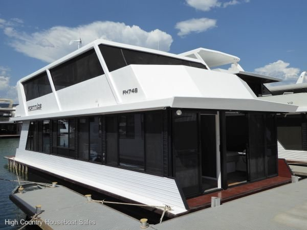 Houseboat Holiday Home on Lake Eildon, Vic.:Fortitude on Lake Eildon