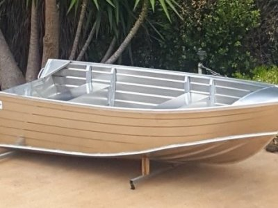 Makocraft 376 Car Topper Tracker Makocraft 376 extra high side car topper
