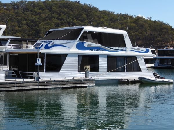 Houseboat Holiday Home on Lake Eildon, Vic.:Moonshadow on Lake Eildon