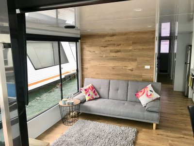 Fully renovated houseboat for sale