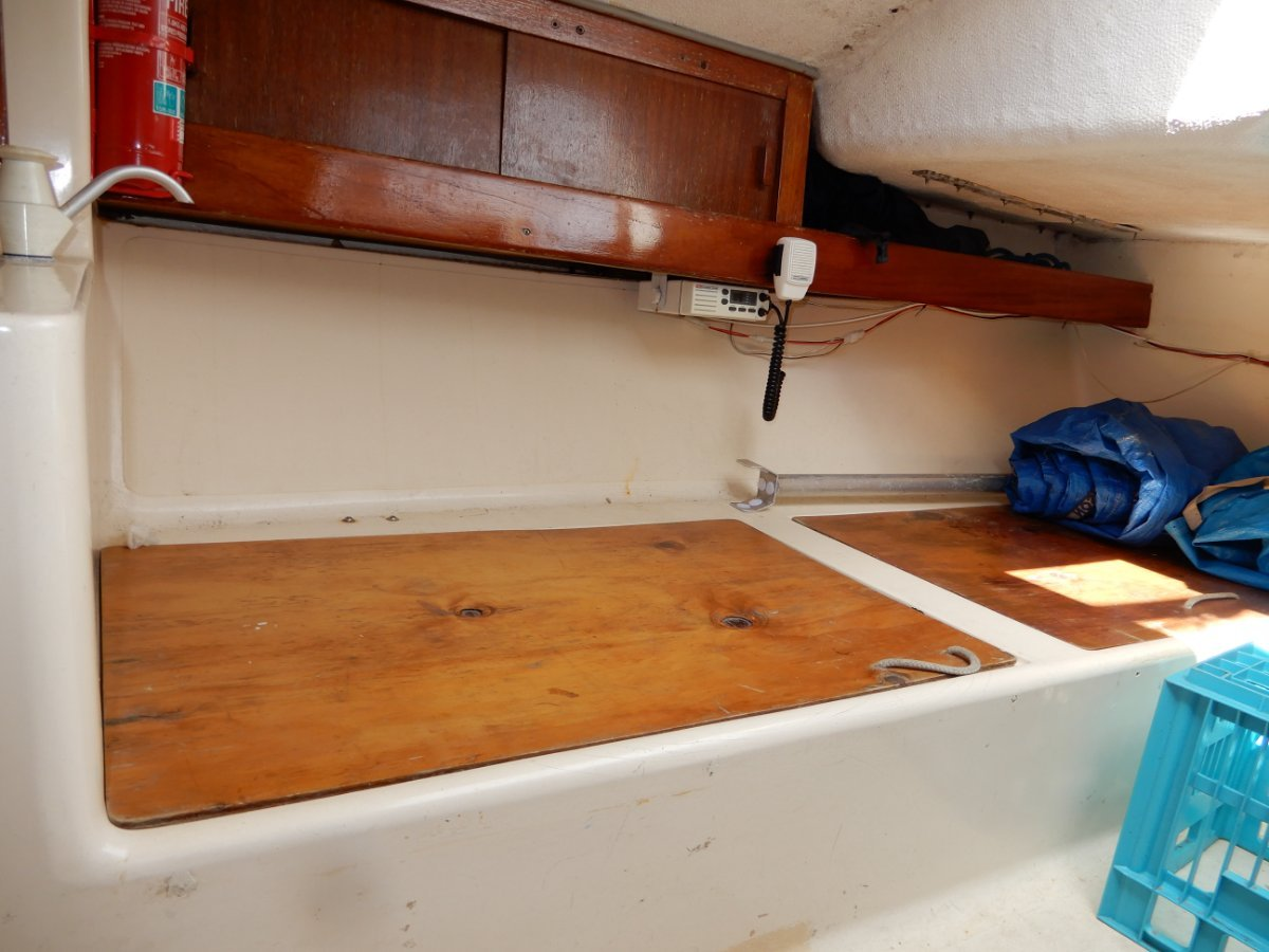 J Boats J/24 All J24 class features plus short handed extras
