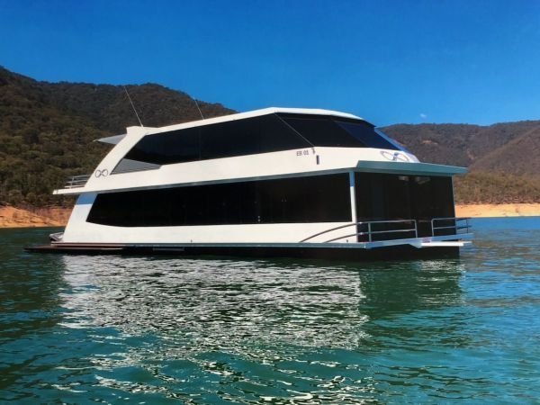 Houseboat Holiday Home on Lake Eildon, Vic.:Infinity on Lake Eildon