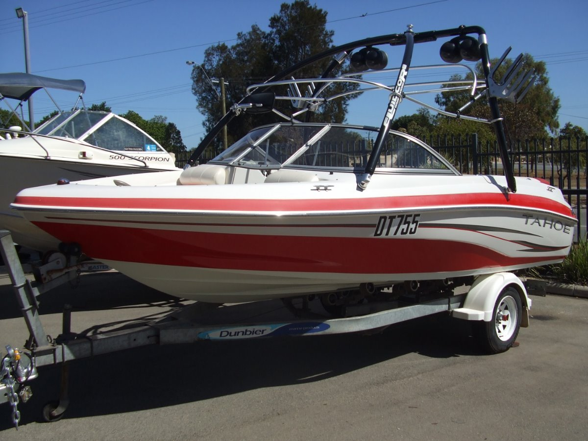 Tahoe Q4 Deluxe Bow Rider