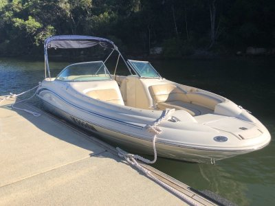 Sea Ray 210 Sundeck 21 ft bowrider - wide beam, tables, enclosed head