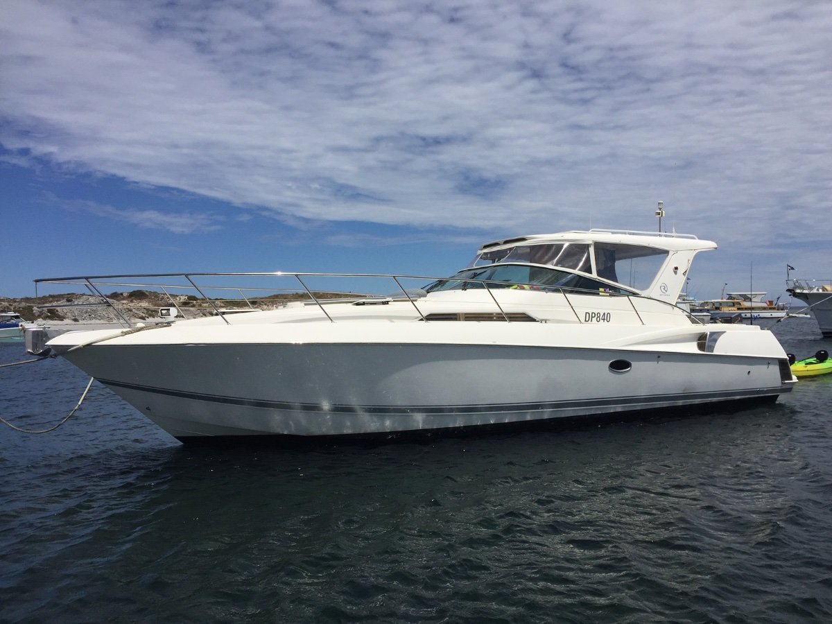 Riviera M400 Sports Cruiser - share with Boat Equity