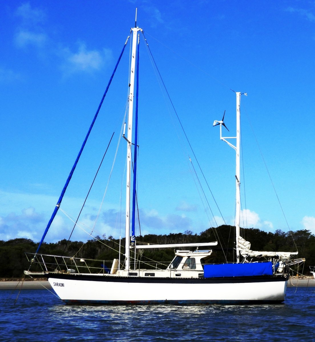 South Coast 36 Reduced:Anchored in Broadwater