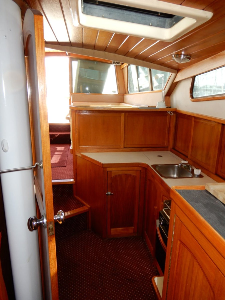 Zeston 40 TRUE PILOTHOUSE, PRESENTED IN EXCELLENT CONDITION