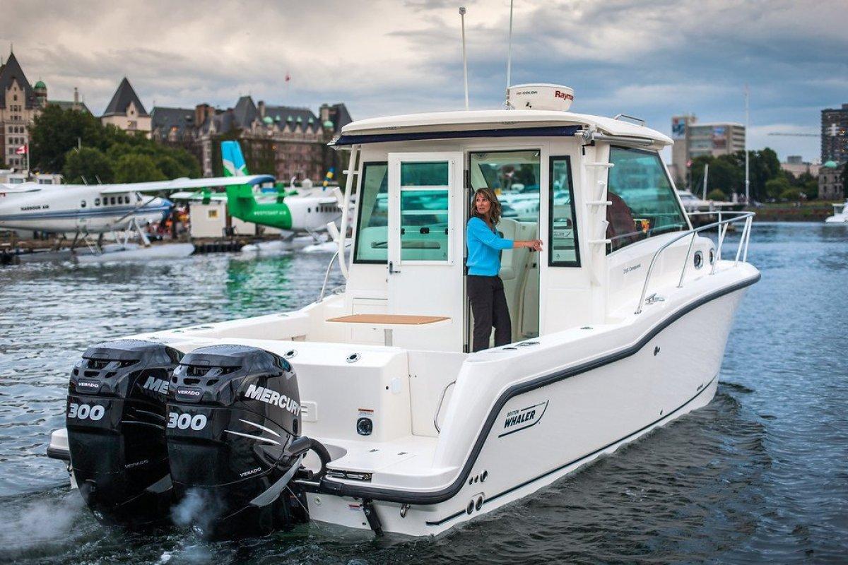 Boston Whaler 315 Conquest Pilothouse