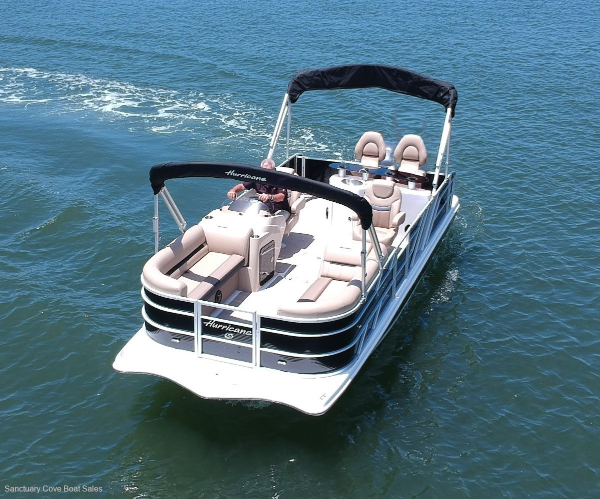 Hurricane Fundeck 236 Fibrelgass pontoon boat with WET BAR