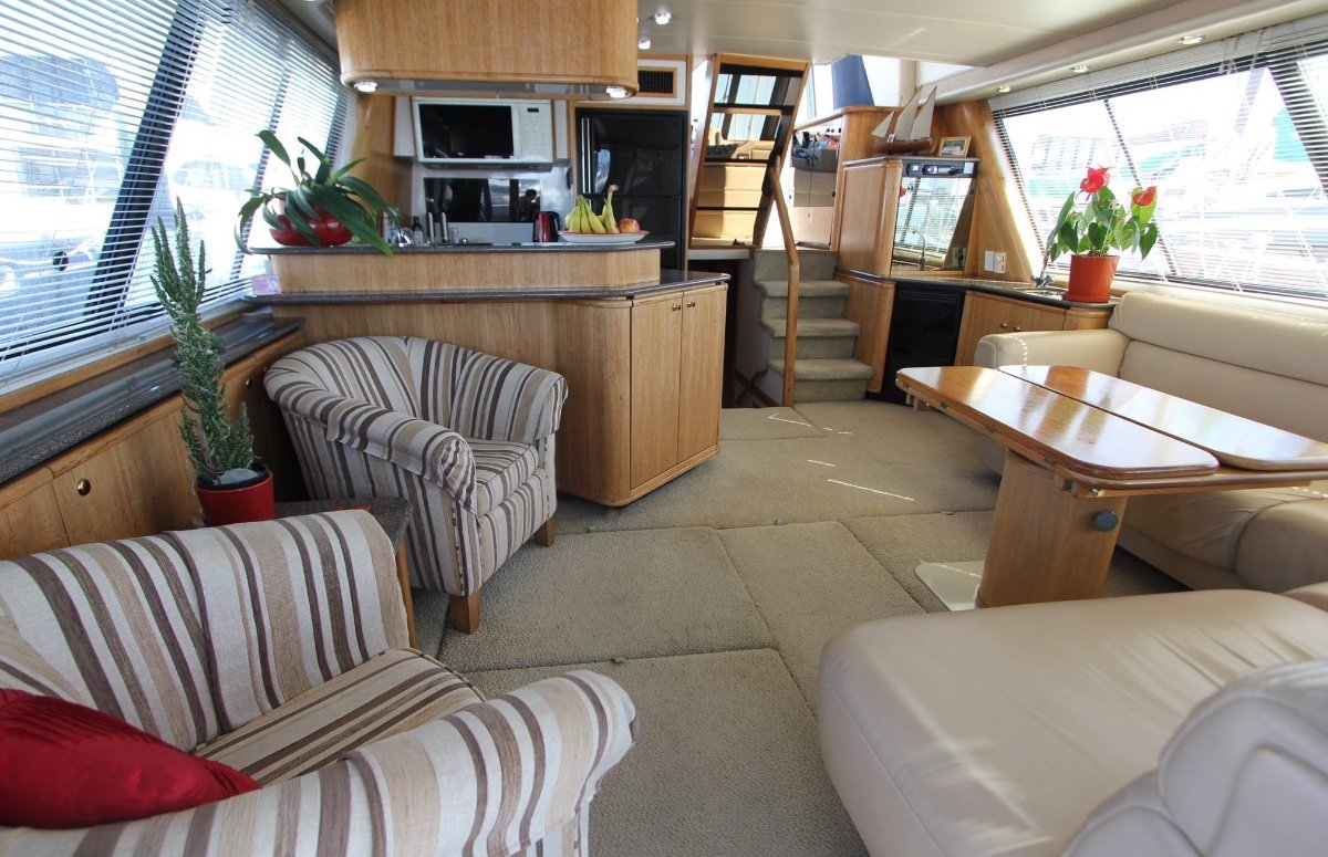Bayliner 4788 Pilothouse:Saloon