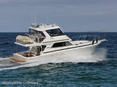Caribbean 47 Flybridge Cruiser - Well equipped for long coastal runs