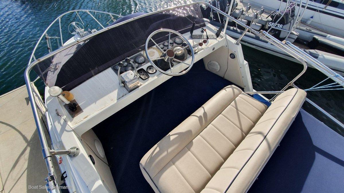 "Caribbean 25 Flybridge Sports Cruiser ""Sans Doute"""