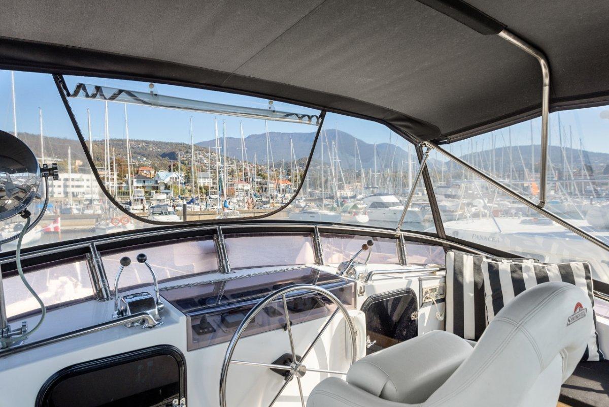 Sea Ranger 46 Flybridge Cruiser SEDAN MODEL IMMACULATE PRESENTATION