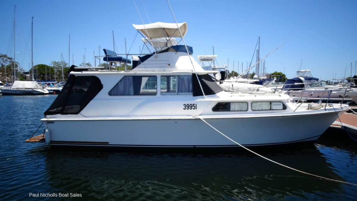 Ward 34 Flybridge Cruiser GREAT VALUE AND PRICED TO SELL!