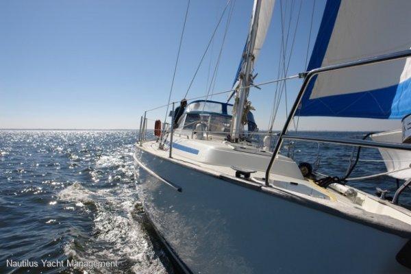 Bavaria Centre-cockpit blue water cruiser / passage-maker
