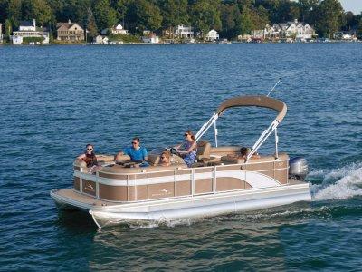 Bennington Pontoon Boat 22 SS Stern Radius