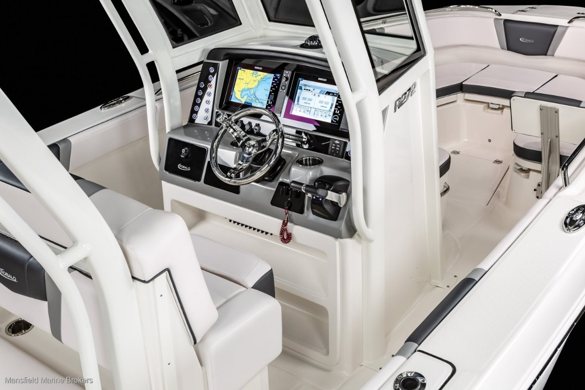 New Robalo 272 CC