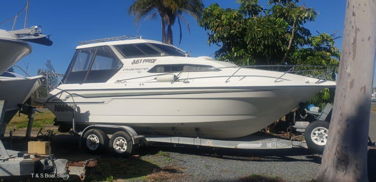 Whittley Cruisemaster 700 Large family cruiser