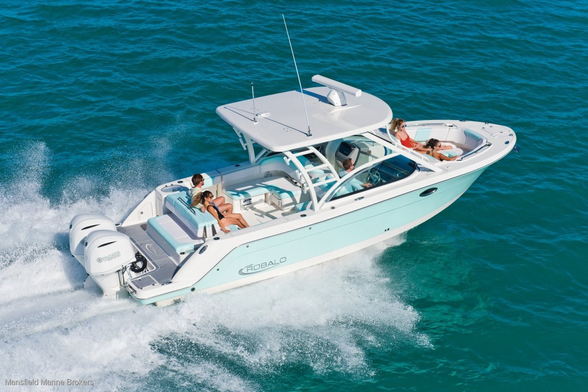 New Robalo R317:ULTIMATE DAY BOAT