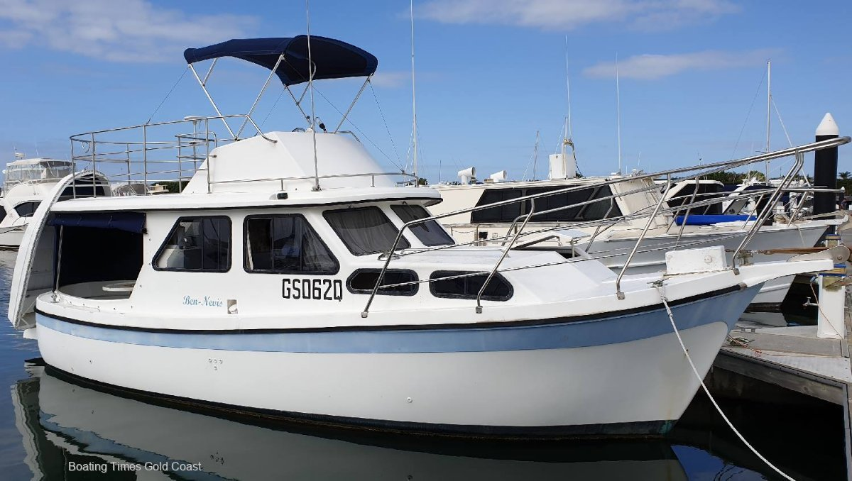 Cuddles 30 Flybridge Cruiser