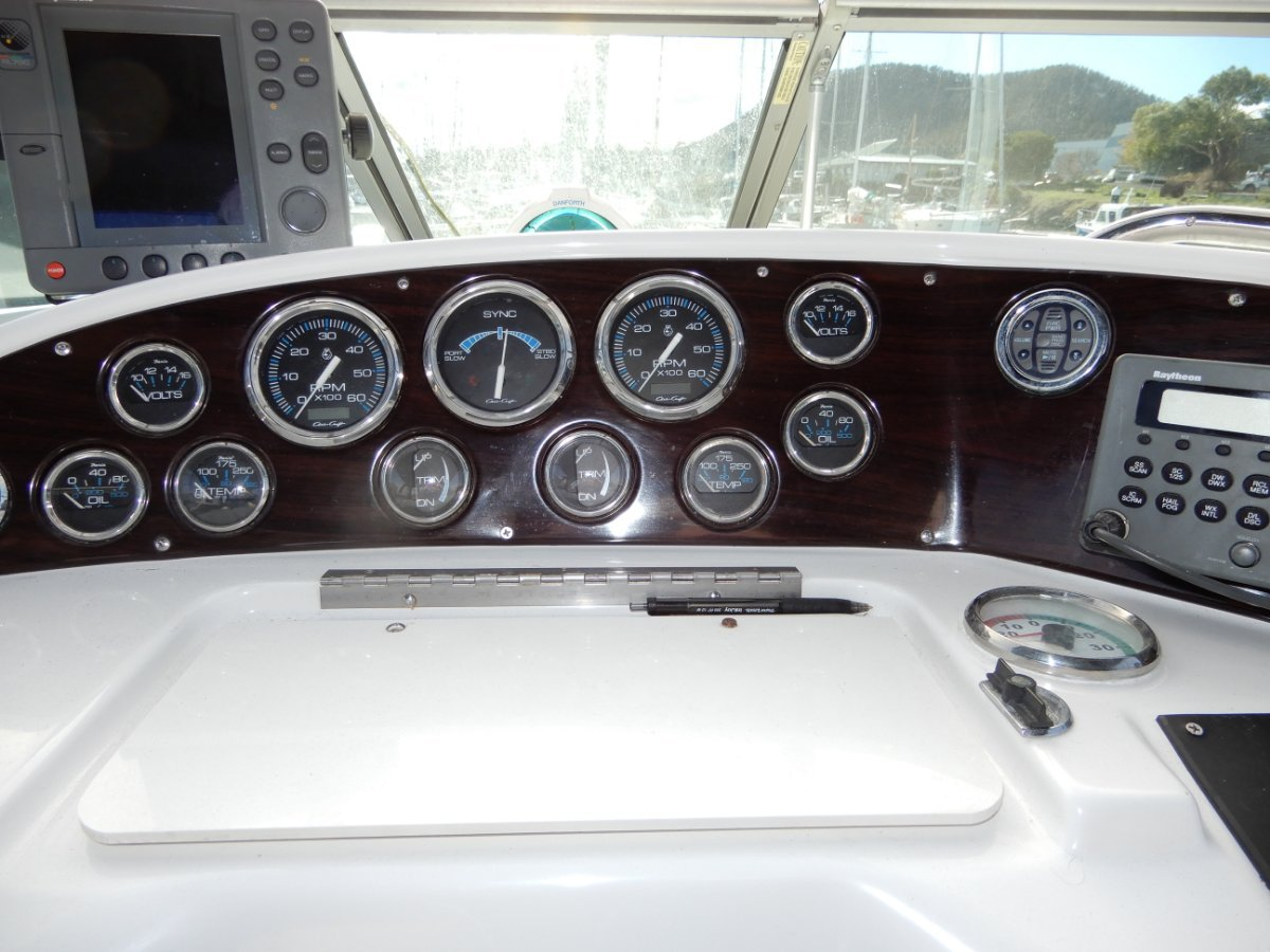 Chris Craft 328 Express Cruiser EXCELLENT VALUE