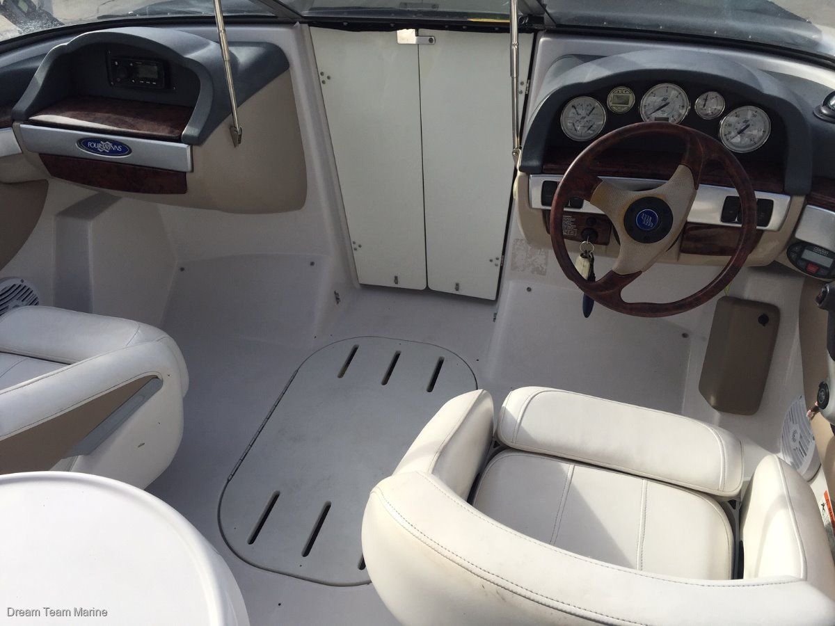 Four Winns Horizon 210 Bow Rider