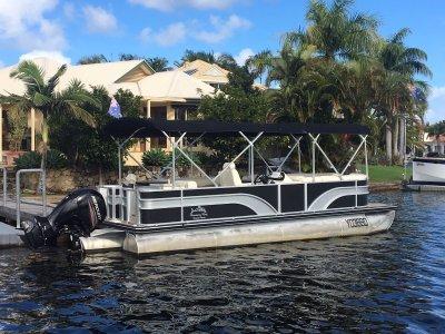 Runaway Bay Pontoon Boats 8m Triple Hull 150hp Fourstroke Very Low Hrs $63,990
