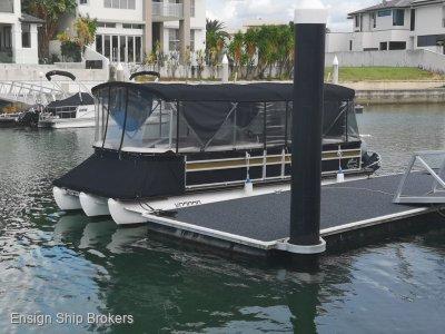 Runaway Bay Pontoon Boats 25