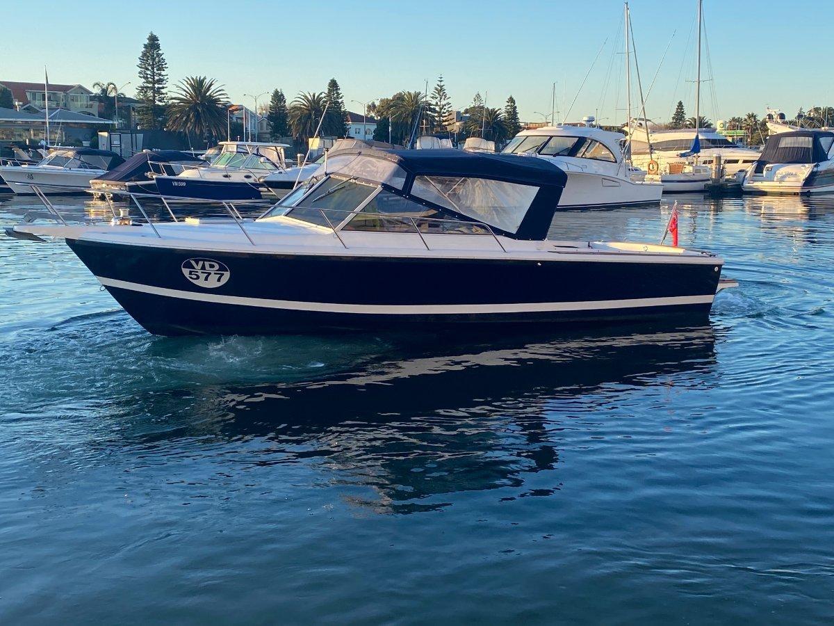 Caribbean 2700:Custom extended Bimini